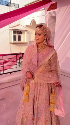 Bridal Lehenga Images, Wedding Lehenga Designs, Bridal Lehenga Online, Designer Bridal Lehenga, Indian Bridal Lehenga, Pakistani Bridal Dresses, Indian Wedding Gowns, Indian Bridal Outfits, Indian Bridal Fashion