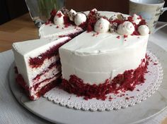VÍKENDOVÉ PEČENÍ: Dort Red Velvet Red Velvet Desserts, White Velvet Cakes, Red Velvet Recept, Red Velvet Cheesecake Brownies, Cake Recept, Cupcakes, Food Cakes, Chocolate Desserts, Cake Decorating