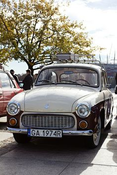 "an old polish car ""SYRENA"""