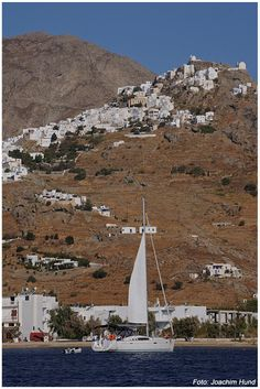 Chora, Sérifos The best Chora of all Cyclades ! Vacation Trips, Vacation Spots, Santorini Villas, Myconos, Places In Greece, Greece Islands, Beautiful Islands, World Heritage Sites, Countryside