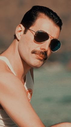 1 million+ Stunning Free Images to Use Anywhere Queen Freddie Mercury, Freddie Mercury Quotes, Fascinator Wedding, Freedy Mercury, Bryan May, Elizabeth Ii, Queens Wallpaper, We Are The Champions, Queen Photos