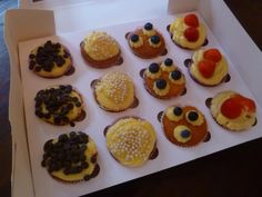 Summer cupcakes with confectioners's cream in a box