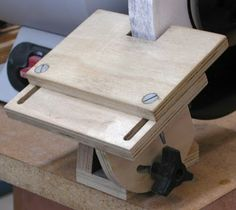 The Sorted Details: Grinder Tool Rest - Free Plan Woodworking Techniques, Woodworking Bench, Woodworking Crafts, Woodworking Projects, Youtube Woodworking, Woodworking Equipment, Woodworking Basics, Woodworking Classes, Sharpening Tools
