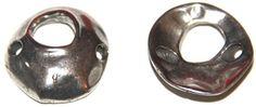 tres agujeros, 23mm, paso 2mm, zamak baño de plata http://nellass.com/categories/CUENTAS-Y-ABALORIOS/ZAMAK/entrepiezas/