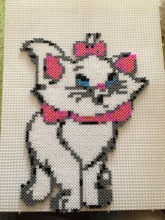 Marie Disney Aristocats hama beads - Marine Pixel Art Créations Plus Perler Bead Templates, Pearler Bead Patterns, Diy Perler Beads, Perler Bead Art, Perler Patterns, Pearler Beads, Fuse Beads, Hama Beads Disney, Hama Disney