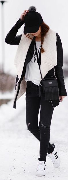 Sporty Outfits : Description Black And White Shearling Jacket by Stylista + black jeans + adidas Original + black cap Sport Chic, Sporty Outfits, Sporty Style, Fall Winter Outfits, Autumn Winter Fashion, Virtual Fashion, Shearling Jacket, I Love Fashion, Fashion Women