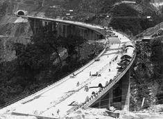 Acervo/Estadão - Construção darodovia dos Imigrantesem foto de 1975