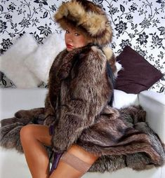 Great Women, Beautiful Women, Leather Gloves, Mantel, Faux Fur, Erotic, Sexy Women, Womens Fashion, Lady