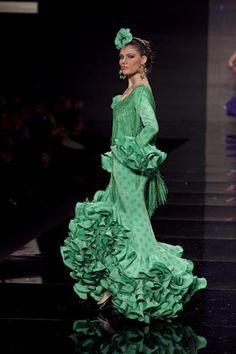 Resultado de imagen de traje de flamenca verde y rosa 2010