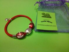 € 3,00 - Bracciale rosso in caucciù con perline rosse e argento. turtlebijoux@gmail.com