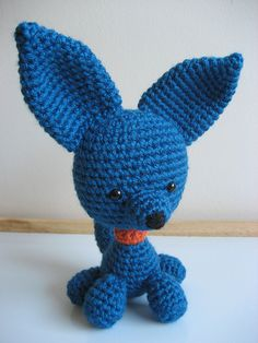 This little puppy is a great companion. He sits up on command and his big perky ears say, 'baroo?' I made this happy little guy a few weeks ago and posted the pdf pattern as a free download on Rave...