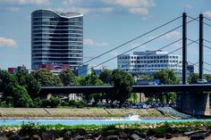 Stadtleben mit Strand, Rhein & Böötchen... wenn man hat��⚓️�� #düsseldorf #großstadt #bigcity #city #citytrip #brücke #bridge #skyline #rhein #rhine #river #tower #boat #boot #trip #travel #travelling #xt10 #photography #foto #fotografie #fuji #fujifilm #fujifilmxt10 #fujifilm_xseries #myfujifilm #myfeatureshoot #fujifeed #beach #beautiful http://tipsrazzi.com/ipost/1516173667917610853/?code=BUKh-r-B79l