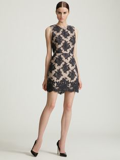 SLEEVELESS LACE DRESS W/ CONTRAST BINDING AND EXPOSED BACK ZIPPER