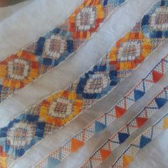 #camisolas #mundillo #pepiado Bobbin Lacemaking, Quilts, Embroidery, Blanket, Macrame, China, Bobbin Lace, Folklore, Nightgown