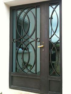 Porte en fer forgé Window Grill Design Modern, Grill Door Design, House Gate Design, Door Gate Design, Front Door Design, Railing Design, Iron Front Door, Iron Doors, Door Grill