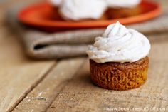 Pumpkin Cupcakes with Cinnamon Cream Cheese Frosting / www.seevanessacraft.com