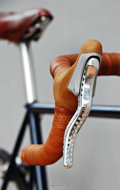 A Beautiful Bicycle Made of Wood, Wheels and All Velo Vintage, Vintage Bicycles, Cool Bicycles, Cool Bikes, Fixi Bike, Bike Details, Retro Bike, Push Bikes, Urban Bike