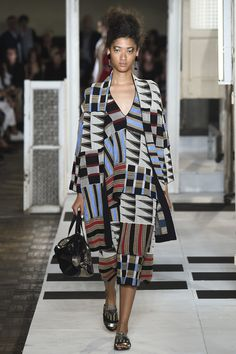 See the complete Antonio Marras Spring 2017 Ready-to-Wear collection. 2010s Fashion, Plaid Fashion, Fashion Week, Fashion 2017, Runway Fashion, High Fashion, Fashion Show, Fashion Looks, Fashion Hats