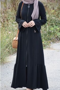 Modern Hijab Fashion, Muslim Women Fashion, Abaya Fashion, Fashion Outfits, Stylish Dresses For Girls, Stylish Dress Designs, Mode Abaya, Mode Hijab, Abaya Designs Latest