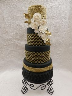 Flapper girls and all that jazz by sasha - http://cakesdecor.com/cakes/275067-flapper-girls-and-all-that-jazz