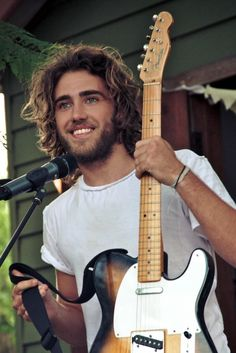 Alright. I think it's time that a Matt Corby replica makes his way into my life. Or y'know, THE Matt Corby himself. That'd be cool too.
