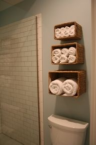 Sorting towels in the bathroom by nailing baskets to the wall