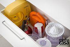Separe uma gaveta funda para os eletrodomésticos. - Revista Minha Casa