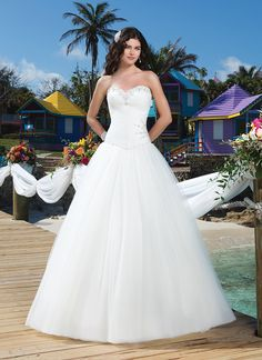 Sincerity brautkleid style 3789 Cat Island Charm - Tulle ball gown with pleated sweetheart neckline  features crystal beading on the neckline, side hip and basque waistline.  The gown ends with chapel length train and tulle buttons over the back  zipper.  Available with a lace up back as style 3798.