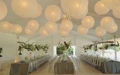 Elegant versierde feestzaal met witte lampionnen en led verlichting. #lampionnen #feestaankleding #led #wedding #weddingideas #events #trouwen #huwelijk #decoratie #design #elegant #feesttent #feest #happy #party #breda #trouwversiering #bruiloft decoratie #witte lampionnen #wedding decoration www.lampion-lampionnen.nl