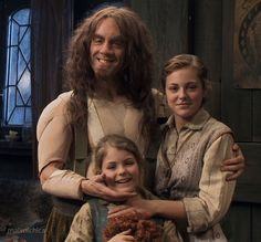 Bofur (James Nesbitt) and his daughters, who play Bard's daughters. <<< He looks so, wierd without his hat and costume!!!