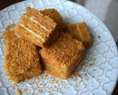 zítra se budou podávat minimedovníčky! 🍯 #homemade #honey #cake #honeycake #medovnik #minicake #dessert #instabake #lovebaking #peceni #baking #bakingmom #homebaker #homebaked #yummy #foodpic #foodphoto #foodlover #foodgasm #foodporn #czech #czechrepublic #avecplaisircz Cornbread, Cheesecake, Ethnic Recipes, Food, Millet Bread, Meal, Cheesecake Pie, Hoods, Cherry Cheesecake Shooters