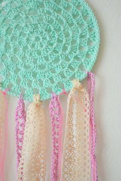 Crochet dreamcatcher - mint and pink Crochet Wall Art, Crochet Home, Love Crochet, Crochet Gifts, Learn To Crochet, Crochet For Kids, Crochet Doilies, Crochet Baby, Knit Crochet