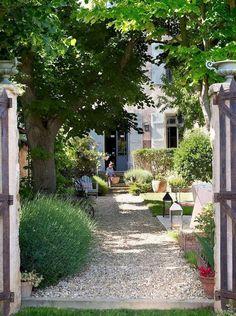 front yard landscape design 85 Stunning Cottage Garden Ideas for Front Yard Inspiration - Decoradeas - - Spanish Garden, Mediterranean Garden, Back Gardens, Outdoor Gardens, Amazing Gardens, Beautiful Gardens, Beautiful Things, Beautiful Pictures, Grass Decor