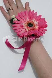 modern wrist corsage ile ilgili görsel sonucu
