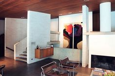Modernist interior of the Gissing House, Wahroonga Sydney by Harry Seidler Mid-century Interior, Modern Interior Design, Modern Interiors, Cabinet D Architecture, Interior Architecture, Style At Home, Architect House, Retro Home Decor, Mid Century House