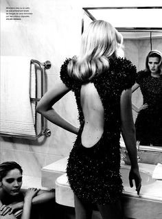 naimabarcelona:  Lara Stone by Karl Lagerfeld