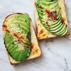 トーストって、正直、何を乗せても美味しくなる気がします…でも、こんな作り方もあるんだ!と色々試していただけたら嬉しいです。 毎朝作るのは難しくても、ちょっとゆっくりの朝やランチ、ホームパーティーなどで作ってみると特別な感じもしますよね♪ ぜひ色々作ってみて下さい!