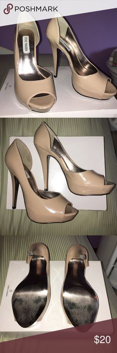 Steve Madden nude high heels Have been worn 2 times, there is a couple scuff marks which are shown in the last picture!  Great for an evening out! These are a size eight but I usually am an 8.5.  Comes in original box! Steve Madden Shoes Heels