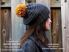 Ehi, ho trovato questa fantastica inserzione di Etsy su https://www.etsy.com/it/listing/470167049/pom-pom-grosso-cappello-a-maglia