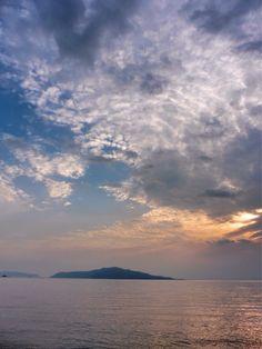 ( Morning Now at Hakata bay in Japan ) 25 May 6:05 曇りで時おり日がさすとの予報どおりになりそうな博多湾です(^^;;