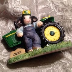 John Deere Decor, Cow Ornaments, Cow Parade, Cow Decor, Cattle Farming, Cow Pattern, Cute Funny Animals, Free Stuff, Cows