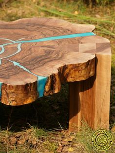 Walnut round live edge coffee table with glowing resin and wooden legs Round Wood Coffee Table, Walnut Coffee Table, Diy Coffee Table, Diy Table, Coffee Cups, Live Edge Furniture, Log Furniture, Wood Resin Table, Table Design