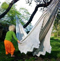 Lovely double hammock. http://www.landromantikk.no/interior/hage-terrasse/1-hengekoye-dobbel-okologisk.html