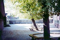 Het schoolplein van de (voormalige) openbare lagere school -Burgerschool- aan het Zuiderbolwerk in 1967.