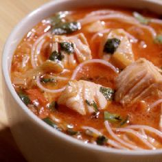 This Salmon laksa is a tasty dish that couldn& be simpler to cook. Salmon Recipes, Veggie Recipes, Seafood Recipes, Veggie Food, Salmon Pasta, Salmon Dishes, Healthy Salmon Burgers, Chicken Laksa, Laksa Recipe