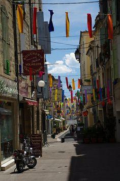 Pezenas Coeur de Ville, Quartier rue Conti, boutiques, échoppes, restaurants, festivités.34120 Pezenas, France