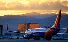 Planespotting a beautiful Boeing 737 makes its way through a Las Vegas sunset. #AVGeek