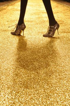 Gold glitter floor must wear gold glitter shoes,what else would you wear? Gold Everything, Black Gold, Gold Gold, Gold Art, Gold Ring, Yellow Brick Road, Gold Fashion, Fashion Jewelry, Fashion Fashion