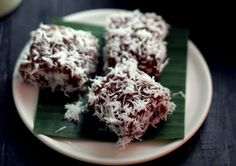 Ongol ongol. Indonesian delicious cake. I cant tell exactly how it tastes. You have t try this by yourself. I like this one,^^