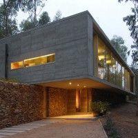 Gubbins Arquitectos have designed the Omnibus House in Cachagua, Chile. #cocinasmodernascemento